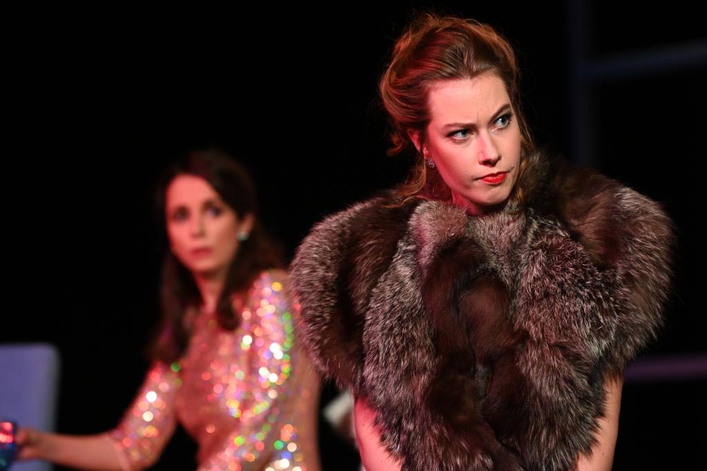 "Compagnia nuova ""La Traviata"" – Flora Bervoix/Annina Foto: Horst Dömötör"